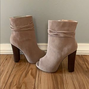 NWT! Chase & Chloe Tan Suede Peep-Toe Ankle Boots